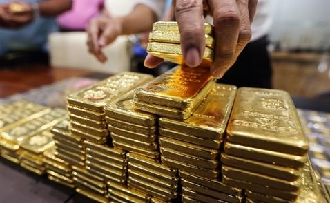 Vàng kém lấp lánh khi nhà đầu tư giảm đặt cược giá tăng