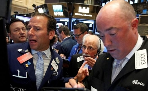 Chứng khoán Mỹ mất điểm vì cổ phiếu y tế, tiêu dùng