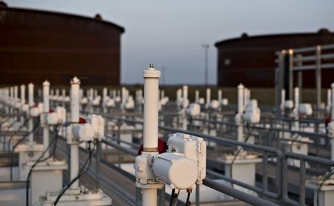Giá dầu giảm 3% do dầu lưu kho Mỹ tăng mạnh