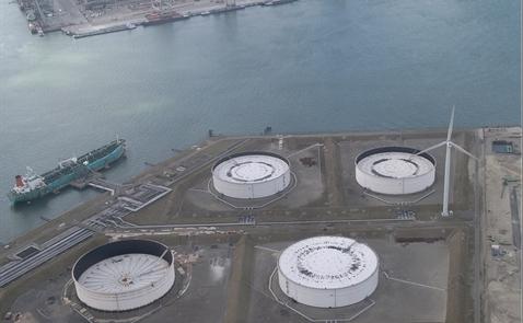 Giá dầu quay đầu giảm do USD mạnh lên, lo ngại về thừa cung