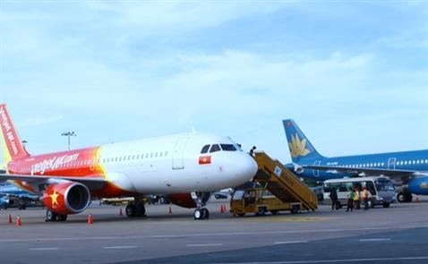 Hàng loạt chuyến bay bị hủy do thời tiết xấu