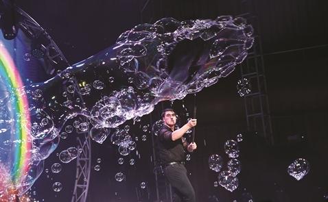 Vua bong bóng Fan Yang trên hành trình chinh phục thế giới