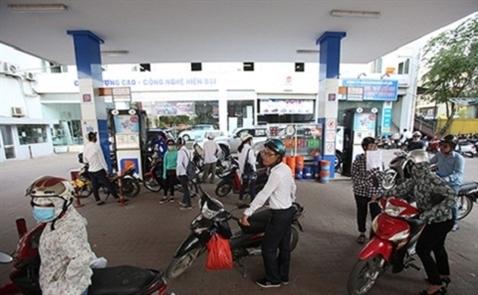 Giá xăng tăng lần thứ ba liên tiếp