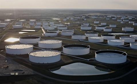 Giá dầu tăng mạnh sau số liệu dầu lưu kho của Mỹ