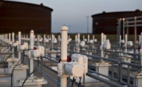 Giá dầu giảm mạnh nhất 2 tháng do hoài nghi về thỏa thuận của OPEC