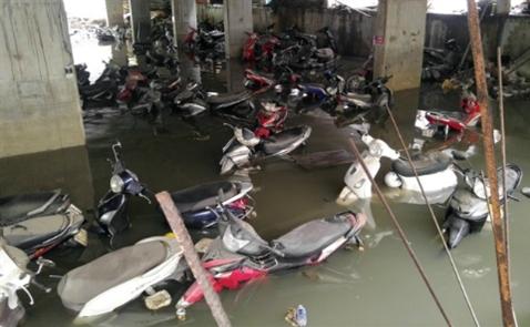 Kinh doanh điêu đứng sau lụt ở Sài Gòn