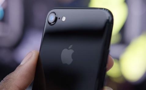 Người Việt phải nhịn ăn bao lâu mới mua được iPhone 7?