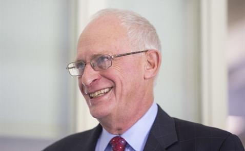 Giáo sư vừa đoạt Nobel Kinh tế: Cứu dân, đừng cứu ngân hàng