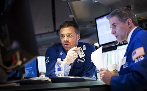 Chứng khoán Mỹ mất điểm vì cổ phiếu tài chính, số liệu kinh tế Trung Quốc
