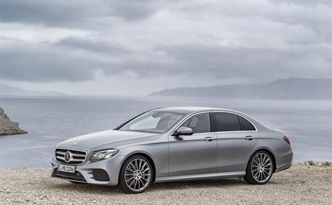 Mercedes Benz Việt Nam ra mắt mẫu xe E-Class thế hệ mới
