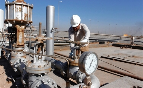 Giá dầu giảm do lượng dầu lưu kho toàn cầu tăng