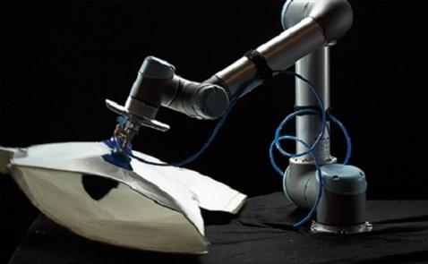 Robot gia nhập ngành công nghiệp may mặc