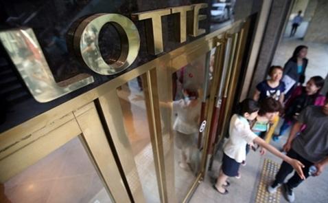 Trụ sở tập đoàn Lotte bị vây ráp
