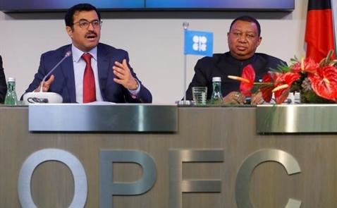 Giá dầu chạm mốc 50 USD do OPEC đồng ý cắt giảm sản lượng