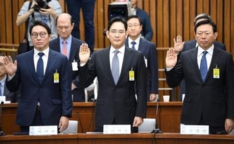 Lãnh đạo chaebol Hàn Quốc phải điều trần vì scandal của Tổng thống