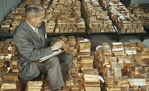 Giới đầu tư tháo chạy mạnh mẽ khỏi vàng