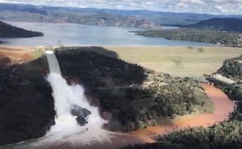 Đập nước cao nhất Mỹ sắp sập, dân California sơ tán khẩn
