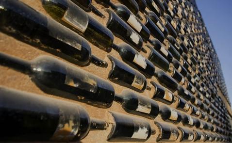 Đầu tư vào rượu vang: Lãi gấp bội chứng khoán