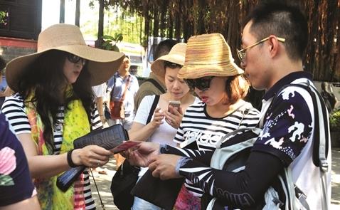 Khách du lịch Trung Quốc: Vết dầu loang rộng