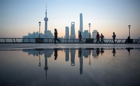 Bloomberg: Trung Quốc sẽ là trụ đỡ cho thị trường khi Fed nâng lãi suất
