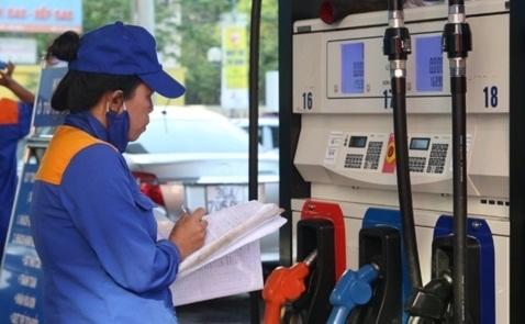Giá xăng giảm lần thứ ba liên tiếp, xuống thấp nhất 4 tháng