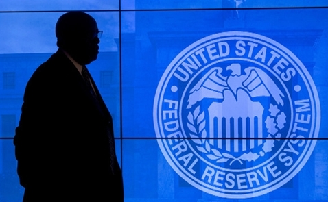 Fed không nâng lãi suất, chứng khoán Mỹ tiếp tục đi ngang chờ Trump