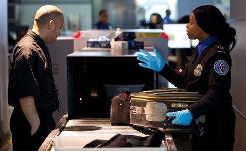 Mỹ xem xét mở rộng lệnh cấm mang laptop lên máy bay