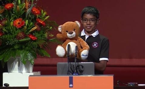 """Hacker 11 tuổi biến gấu bông thành """"vũ khí"""" điện tử"""