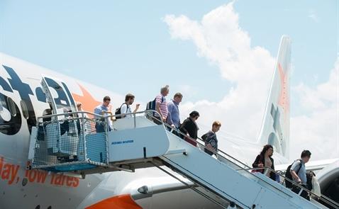 Jetstar Pacific cấm sạc điện thoại trên máy bay