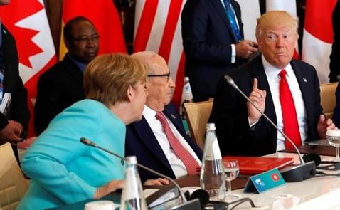 """Trump lại dùng Twitter để """"khẩu chiến"""" với bà Merkel"""