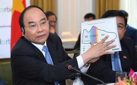 """Thủ tướng: """"Đôi giày có giá 100 USD, Việt Nam chỉ hưởng 22 USD"""""""