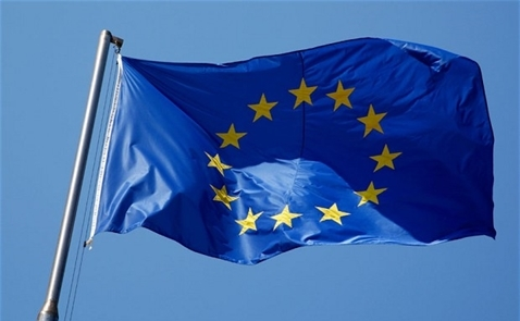 Sau nửa năm, khối Eurozone khởi sắc vượt dự kiến