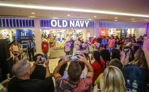 Tưng bừng khai trương cửa hàng Old Navy đầu tiên tại Việt Nam