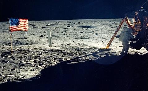 Tái khởi động cuộc đua lên Mặt Trăng: Ai sẽ được lợi?