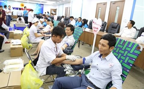 Hàng trăm nhân viên Vietbank hiến máu cứu người
