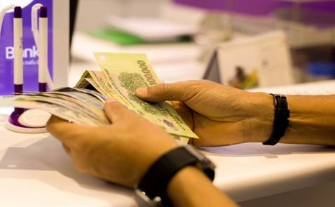 Các ngân hàng Việt Nam đang đổ xô vào cuộc chiến bán lẻ đầy rủi ro