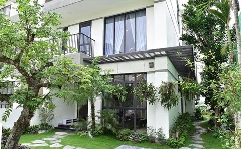 Ngắm căn nhà vườn đáng mơ ước của cặp vợ chồng trẻ tại khu biệt thự hấp dẫn nhất phía Tây Hà Nội