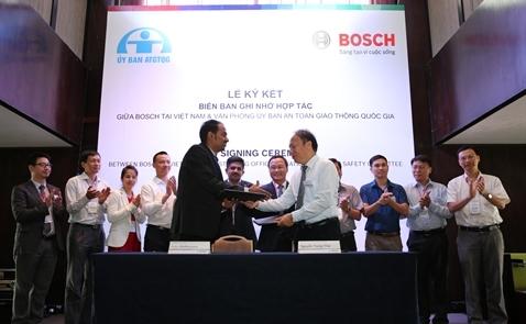 Bosch ký văn bản hợp tác với Văn phòng Ủy ban An toàn giao thông Quốc gia