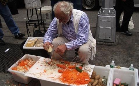 Trở thành triệu phú nhờ bán dao gọt khoai tây giá 5USD