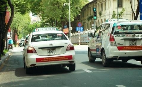 Treo biểu ngữ chống Uber - Grab, kiến nghị hay xúc phạm?