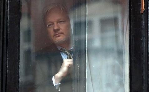 """Julian Assange """"cám ơn sâu sắc"""" Mỹ đã ép buộc ông dùng bitcoin"""