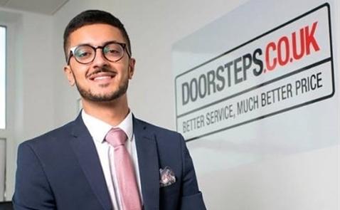 Sinh viên 19 tuổi người Anh thành triệu phú nhờ buôn bất động sản