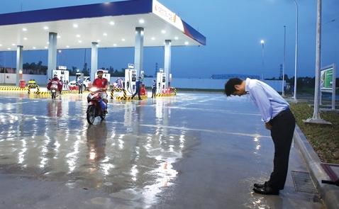Cửa hàng xăng Nhật IQ8: Kẻ phá bĩnh