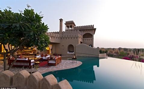 10 bể bơi khách sạn quyến rũ nhất hành tinh