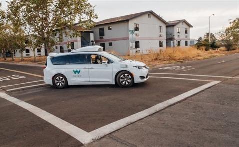 Alphabet sắp mở dịch vụ taxi không người lái đầu tiên trên thế giới