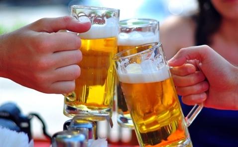 Thanh niên Việt Nam tiêu thụ rượu bia dẫn đầu Đông Nam Á