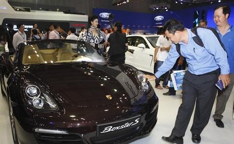 Chi 2 tỷ USD cho ô tô nhập khẩu