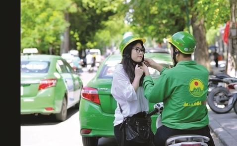 Mai Linh lấy xe ôm dìu taxi