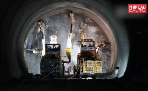 Trung Quốc xây đường hầm cao tốc xuyên núi chỉ trong 3 ngày