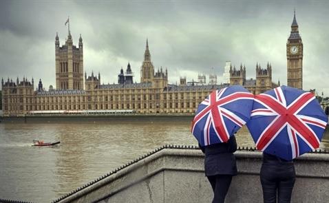 Người dân Anh đổ xô xin nhập quốc tịch Pháp